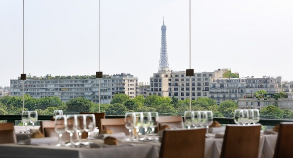 Hippodrome d'auteuil - the panoramic restaurant and its view of the Eiffel Tower