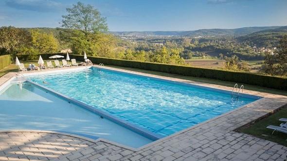 Castle of Mercuès - swimming pool
