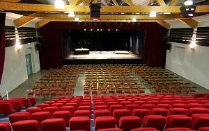 Cathar-Bereich: Kongresshalle in Quillan