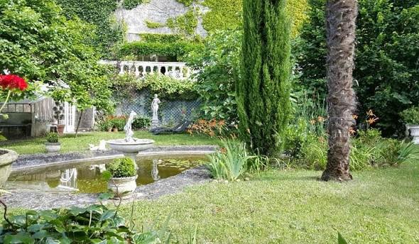 The fairy rock cave - garden
