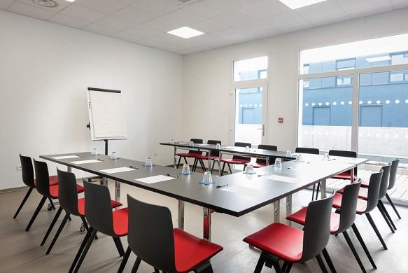 K hotel - seminar room