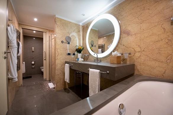 Port palace - bathroom