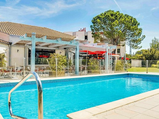 Ibis salon-de-provence south - piscina