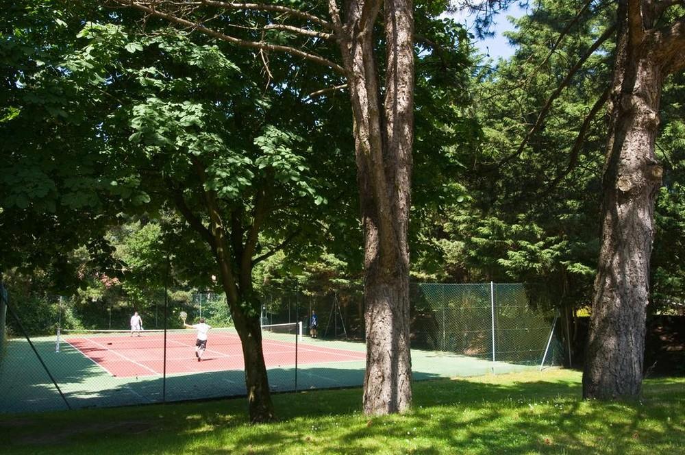 La villa dell'hotel - la villa dell'hotel - il campo da tennis
