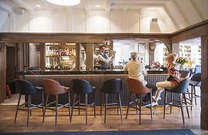 La mansión del hotel, el bar.