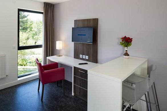 Adonis dijon - Fernseher und Sessel vorhanden