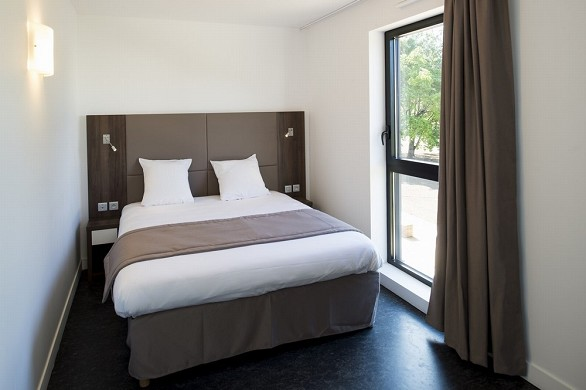 Adonis Dijon - Doppelzimmer