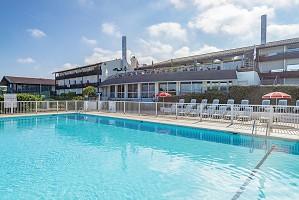 Azureva Anglet - Outdoor swimming pool