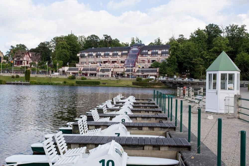 Hotel du beryl y Casino des Orne - exterior