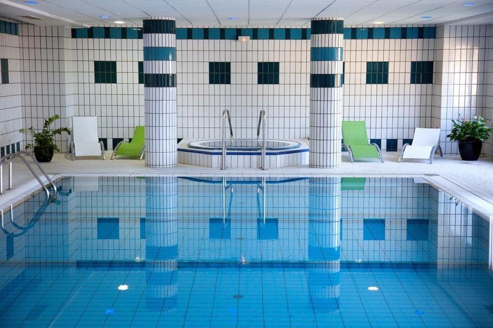 Hotel du beryl y casino de Orne - piscina