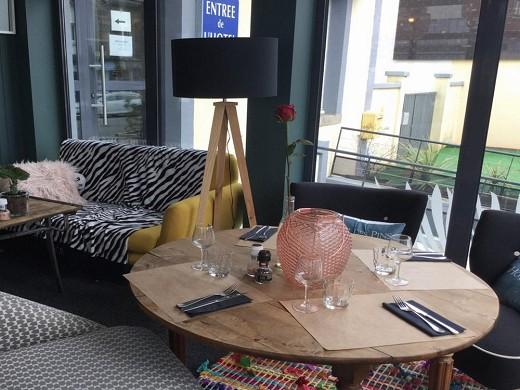 Hotel des pins - tavolo