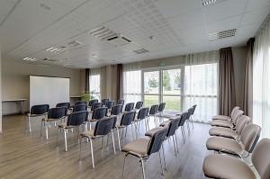 Seminar room: Brit Hotel The address -