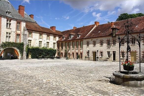 Farcheville Schloss - außen