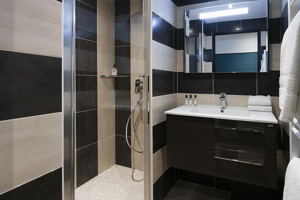 Unique hotel and residence - bathroom
