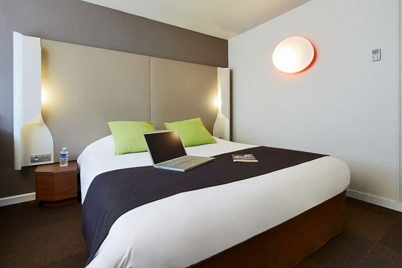 Campanile villejust courtaboeuf - bedroom