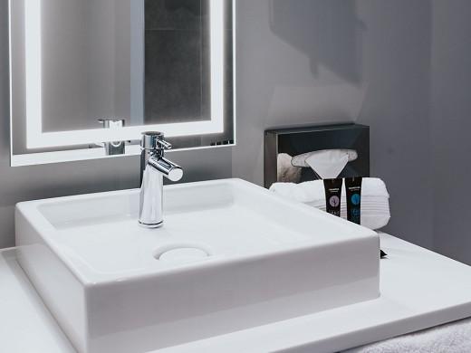 Novotel angers center gare - bathroom
