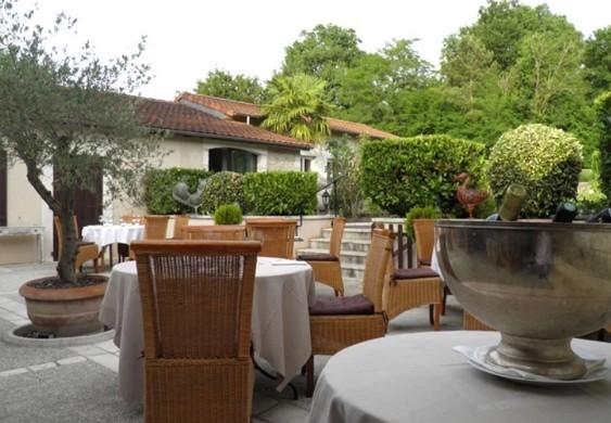 La table du pouyaud - terraza