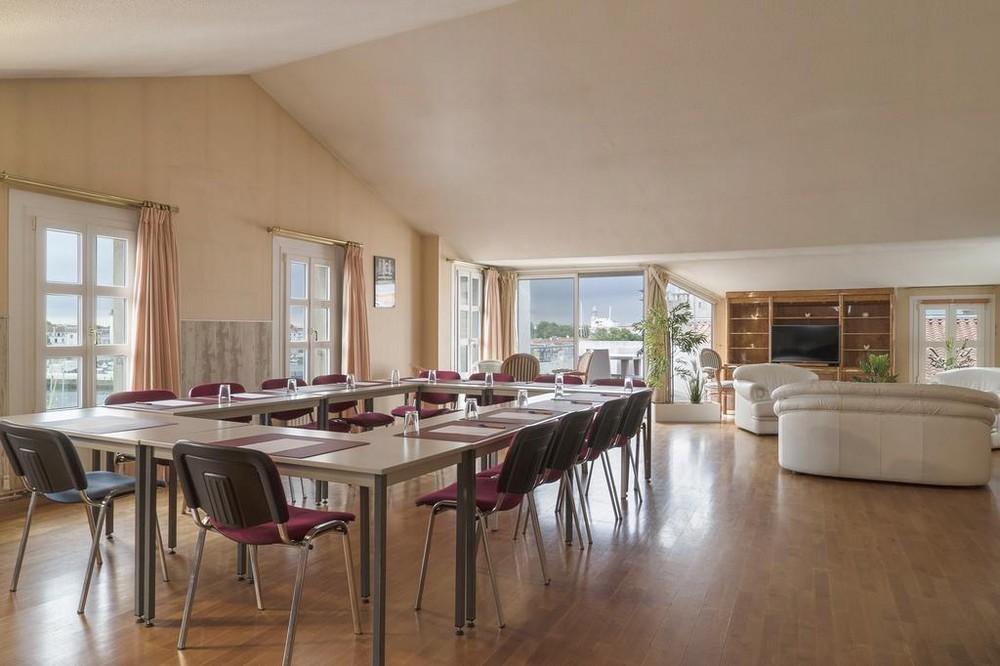 The originals Saint Jean d'Acre La Rochelle Old Port - Meeting Room