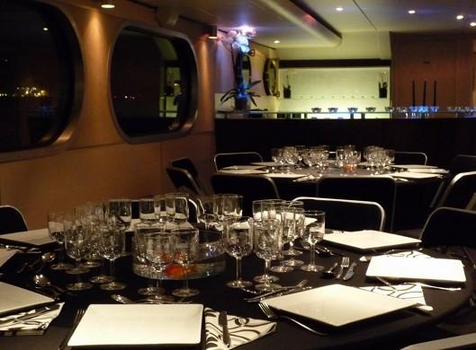 The bodega in Seine - tables
