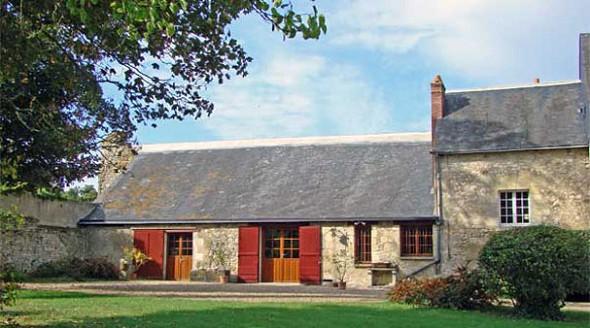 Meslay Barn - outside