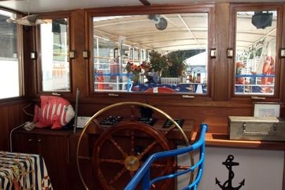 Barco alfortville timón abismo