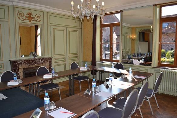 Domaine des Cigognes - court room