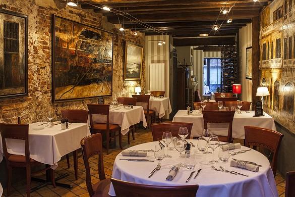Hotel di alta Montreuil - tavoli del ristorante
