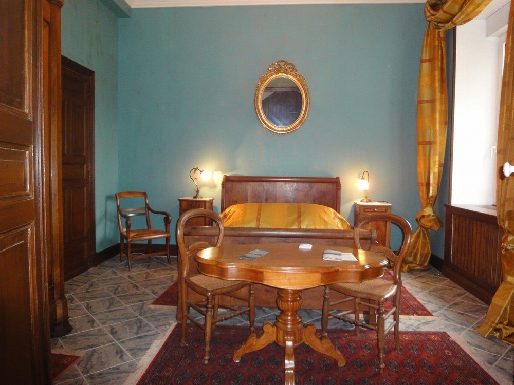 Castle of Laborde - amazonite room