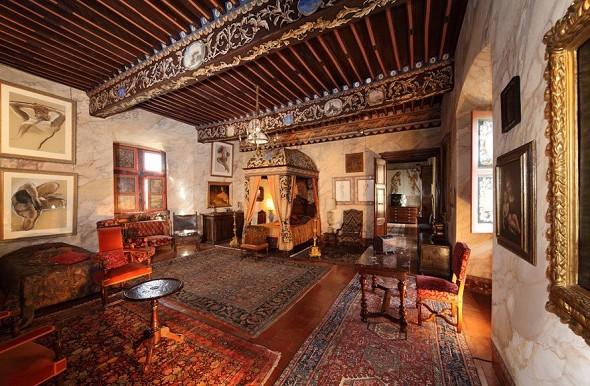 Chateau de mauriac - baroque chamber