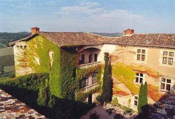 Chateau de mauriac - outside the castle
