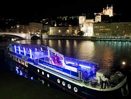 Les Yachts De Lyon - The boat in the evening