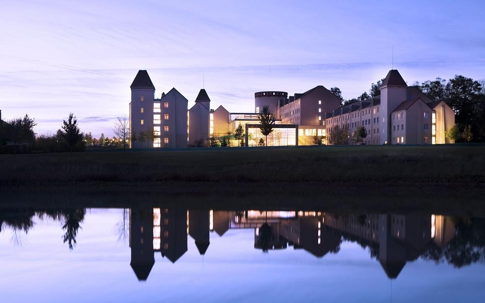 Hotel explorers salle s minaire marne la vall e disney 77 for Exterieur nuit