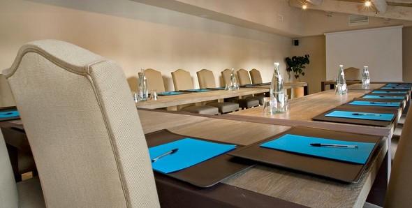 La benvengudo - sala de reuniones