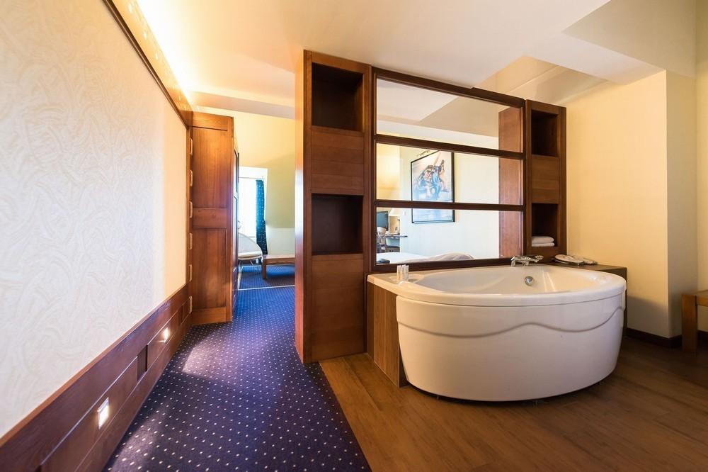 Hostellerie de la pointe st mathieu salle s minaire for Salle de bain brest