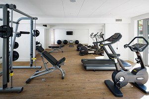 Área fitness de 75 m2.