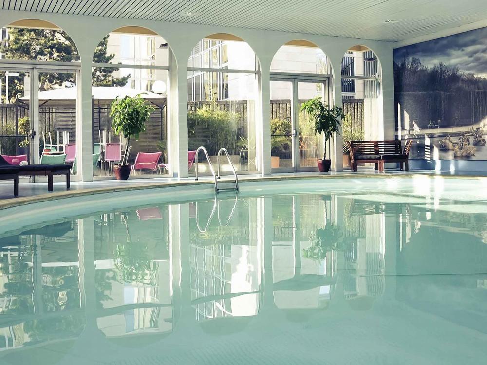 Mercure paris velizy salle s minaire versailles 78 for Paris hotel piscine