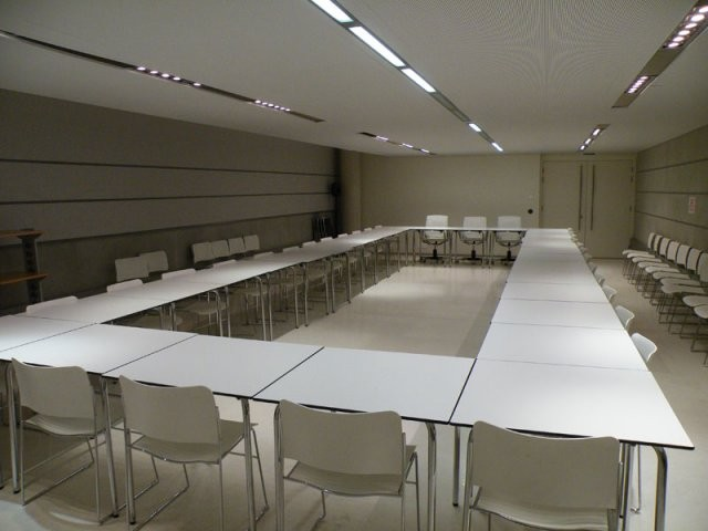 Space Villeneuve bargemon seminar room