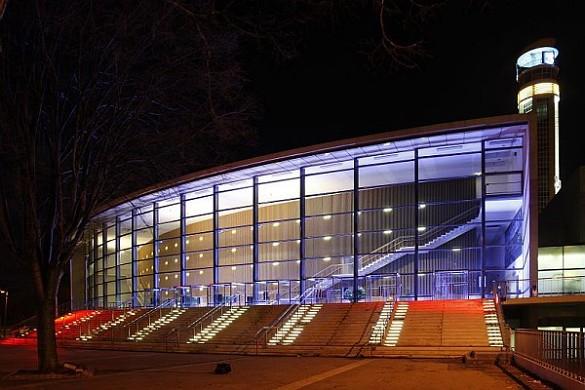 Chanot de Marsella - centro de convenciones y exposiciones - por la noche