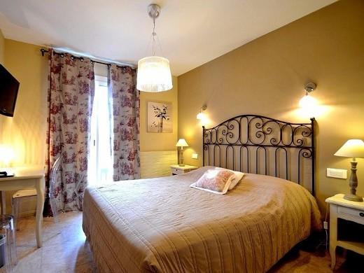 The apt mansion - bedroom