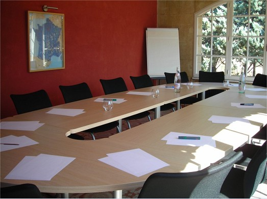 The apt mansion - meeting room