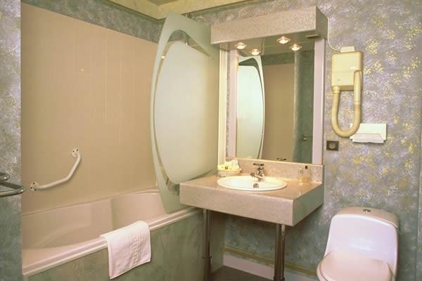 H tel de clisson salle s minaire saint brieuc 22 for Enseigne salle de bain