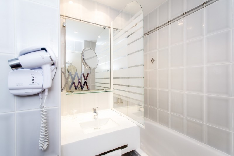 The noirlac - bathroom