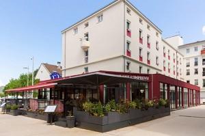The Originals City Central Park Hotel Oyonnax - Esterno