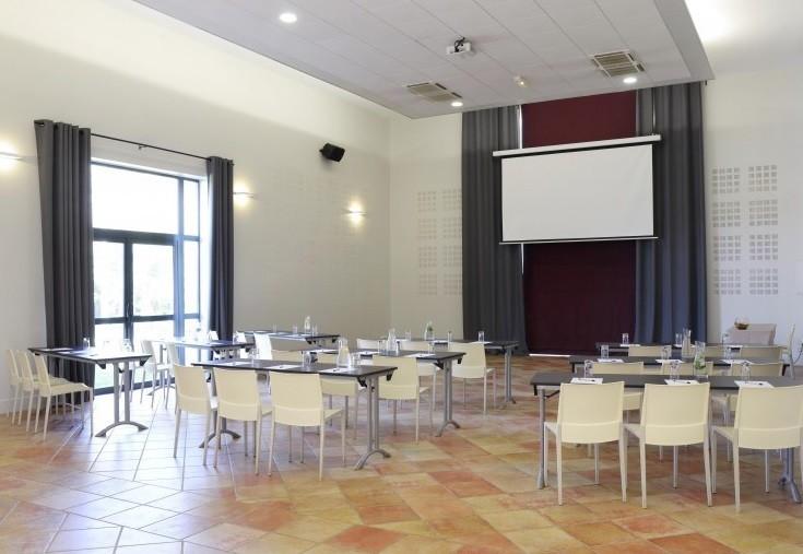 Mas des cinelles - classroom meeting room