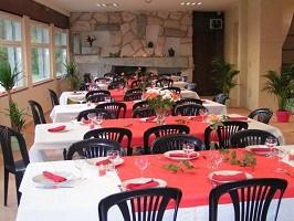 Le Clos Des Sources - Restauranttische
