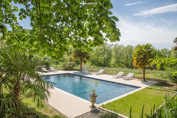 Schloss Bellevue - Schwimmbad - Chateau Bellevue - Cazaubon