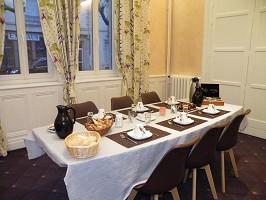 Geschäftsfrühstück oder Snack im Brit Hotel Grand Hotel de Roanne