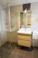 Badezimmer des Brit Hotel Grand Hotel de Roanne