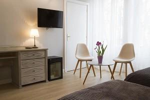 Lounge einer Suite des Brit Hotel Grand Hotel de Roanne