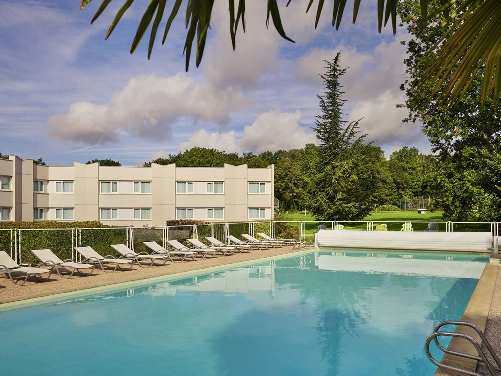 Novotel Fontainebleau ury - Schwimmbad